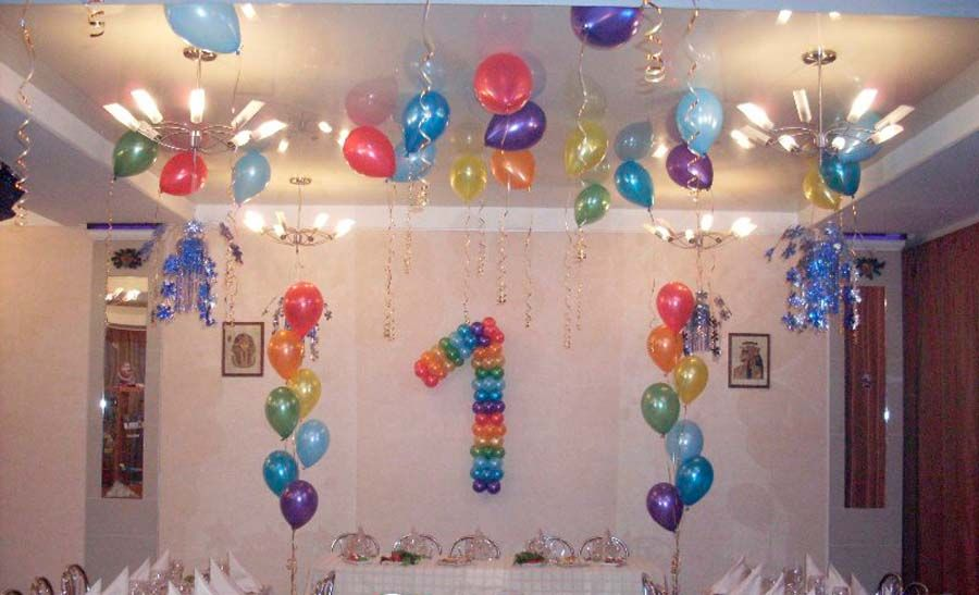 Так можно оформить комнату для празднования первого дня рождения ребенка.
