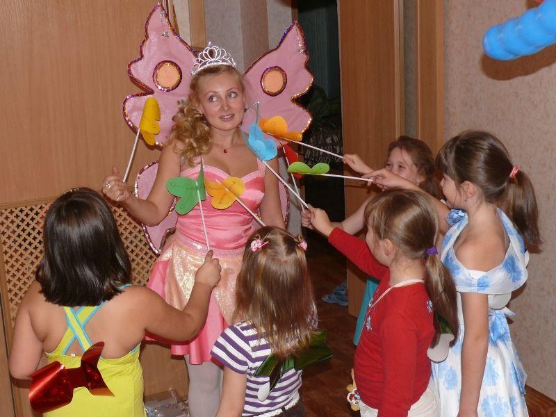 Артисты в костюмах любимых сказочных героев помогут организовать день рождения ребенка.