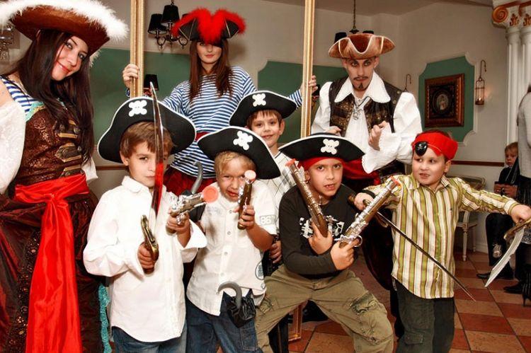 А мальчикам вполне подойдет день рождения в пиратском стиле.